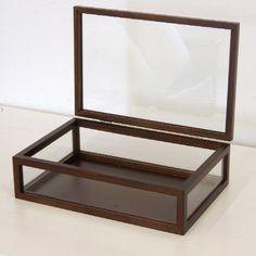 ●サイズ:幅300×奥200×高85mm●材質:天然木、ガラス