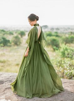 Prom Dresses 2018 This stunning anniversary session featuring a breathtaking olive green gown from Elie Saab has totally made our day! Elegant Dresses, Pretty Dresses, Formal Dresses, Flowy Prom Dresses, Bridesmaid Dresses, Flapper Dresses, Flowing Dresses, Dress Prom, Wedding Bridesmaids