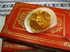 Búzio Café - Praia das Maçãs Golden walnut Noz dourada portuguese cakes bakery Portugal Sintra