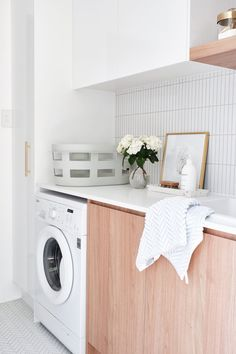 REAL-LIFE RENOVATIONS Adore magazine Editor Loni Parker revealed her flawlessly renovated laundry, featuring our Wellington and Brunswick tiles. We are loving the lightness and freshness of this room! Modern Laundry Rooms, Laundry In Bathroom, Laundry Closet, Small Laundry, Laundry Storage, Laundry Room Inspiration, Display Homes, Laundry Room Design, Bathroom Renos
