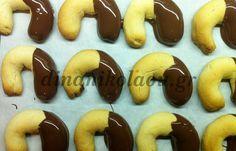 Μπισκότα βουτύρου με επικάλυψη σοκολάτας! |