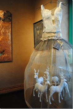 Christina Chalmers, A Magical Life Steel mesh, plaster, oil and mixed media 47″ x 28″ x 30″ Courtesy Selby Fleetwood Gallery