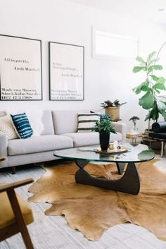 Vintage Decor Living Room A Couple Blends Their Tastes to Create a Polished Home Living Room Decor On A Budget, Small Living Room Design, Living Room Furniture Layout, Living Room Update, Eclectic Living Room, Small Living Rooms, Dining Room Design, Living Spaces, Small Dining