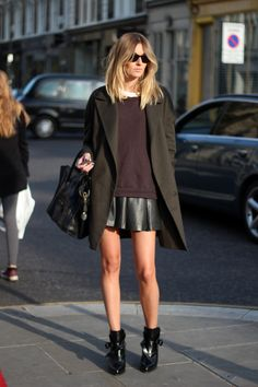 Topshop overesized men's blazer, Ba top, Zara skirt and boots, Celine bag [source: camilleovertherainbow]