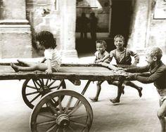 brincar de carrinho (foto de Fulvio Roiter, Napoli, 1956)
