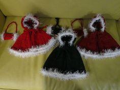 Christmas Capes of children - luv it Diy Crochet, Christmas Projects, Capes, Children, Kids, Crochet Earrings, Winter Hats, Diy Crafts, Knitting
