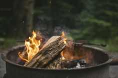 Wood is usually the best and convenient fuel for a fire pit. You can use the fire pit for cooking or a source of heat. Kayak Camping, Camping Hacks, Camping Ideas, Diy Camping, Camping Outdoors, Camping Shelters, Ann Miller, Camping Checklist, Fire Starters