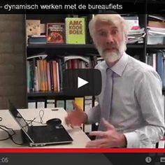 Deskbike Professor Erik Scherder werkt actief op een Deskbike
