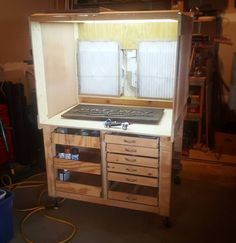 Converted my old workbench nichtthis sweet spray booth. So ready to start spraying with my pps sprayer. Kosmos reclaimef scrap for this baby. Garage Bench, Diy Garage, Garage Ideas, Air Brush Painting, Diy Painting, Diy Paint Booth, Spray Paint Booth, Airbrush Spray Booth, Hobby Desk