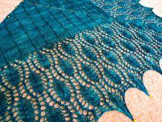 Ravelry: Peacock Shawlette by Kitman Figueroa ($5.58 USD)