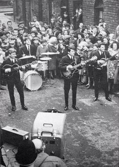 Police had to control hundreds of fans who mobbed the Bootle based group The Searchers in Deacon Street Everton. The group were filming for the BBC TV show Pick of the Pops. Liverpool History, Liverpool Street, Beatles Band, The Beatles, John Gregson, Gerry And The Pacemakers, British Rock, British History, Bbc Tv Shows