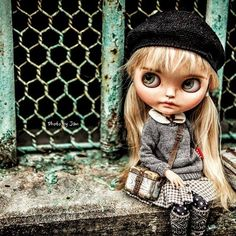 What will I do...?? @wabisabidolls #wabisabidolls #jansworks #blythe #blythephotography #blythetravel #Janice #adorable #cute #lovely #love #vintage #suitcase #hongkong #谷埔 #kukpo