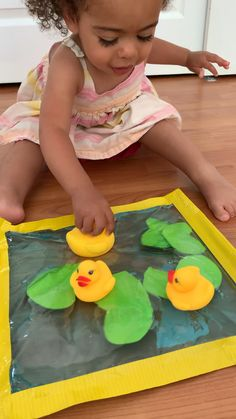 Create a fun and mess free rubber duck pond sensory bag activity for your baby or toddler! It's a great early pretend play activity for toddlers. activities Rubber Duck Pond Sensory Bag for Toddlers Baby Sensory Play, Sensory Activities Toddlers, Baby Play, Infant Activities, Baby Sensory Bags, Sensory Play For Babies, Learning Activities For Toddlers, Baby Learning Activities, Sensory Kids