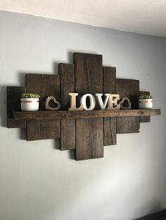 📌 66 most popular diy rustic wood shelves you can build yourself 20 Pallet Home Decor, Wooden Pallet Projects, Diy Pallet Furniture, Woodworking Projects Diy, Furniture Projects, Home Projects, Home Crafts, Diy Home Decor, Woodworking Lamp