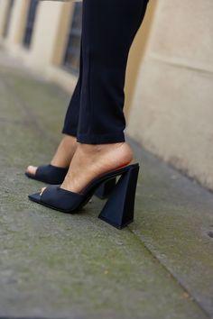 Mid Heel Sandals, Kitten Heel Sandals, Slingback Flats, Fashion 2020, Girl Fashion, Wrap Heels, Pointed Toe Flats, Ballerina Flats, Crazy Shoes