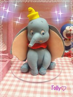 #caketopper #actionfigure #cake #figurine #handmade by #tollykawaiiaccessories #statue #decorazioni #torta #gadget #fattoamano #fake #cakes #cakedesigner #disney #cartoon #compleanno #bimba by #tollykawaiiaccessories #taranto #dumbo