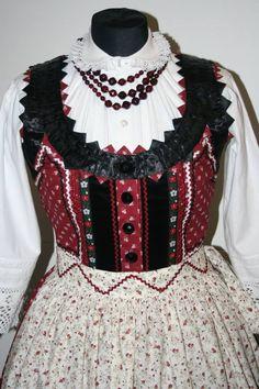 mezőségi viselet Chain Stitch Embroidery, Embroidery Patterns, Hand Embroidery, Folk Costume, Costumes, Stitch Head, Hungarian Embroidery, Folk Dance, Straight Stitch