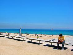 Ter gelegenheid van de Olympische Spelen van 1992 werd een nieuw strand aangelegd: Bogatell http://bezoekbarcelona.blogspot.com/2010/07/de-stranden-van-barcelona.html