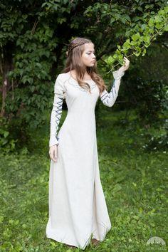 """Mittelalter Kleid """"Die Zauberin"""". Vorhanden in: natürliches leinen, braunes leinen, grünes leinen :: Armstreet"""