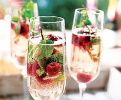 Easy rosé sangria recipe with strawberries. This skinny rosé sangria doesn& have any added sugar. Pink Coconut Water, Stevia, Cocktail Recipes To Impress, Citrus Lemon, Rose Sangria, Simple Rose, Yummy Mummy, Natural Health Tips, Sangria Recipes