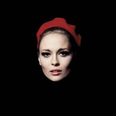 Faye Dunaway has always been a favorite.Chapeau rouge, Faye Dunaway, Manhattan, NY photo by Jerry Schatzberg, 1968 Old Hollywood Glamour, Vintage Hollywood, Hollywood Stars, Classic Hollywood, Hollywood Divas, Jerry Schatzberg, Faye Dunaway, Classic Beauty, Timeless Beauty