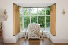 Curtain rods for bay window have simplified things as far as home decor and interior go. These rods are helpful in decorating your bay window with pretty curtains. Bay Window Curtain Poles, Short Window Curtains, Window Curtain Designs, Cool Curtains, Small Curtains, Cream Curtains, Blinds Curtains, Bedroom Curtains, Lace Curtains