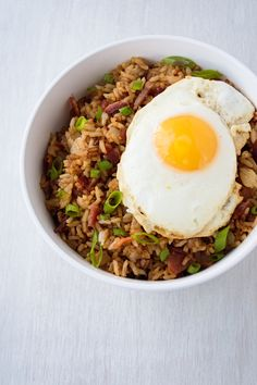 Bacon Fried Rice is slightly sweet and smokey. Add a fried egg on top for a quick meal you can eat for breakfast, lunch or dinner! Easy to make with leftover rice and ingredients you most likely have on hand! Supper Recipes, Rice Recipes, Side Dish Recipes, Pork Recipes, Easy Dinner Recipes, Asian Recipes, Cooking Recipes, Healthy Recipes, Dinner Ideas