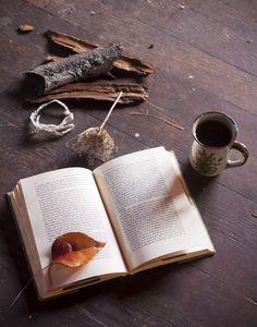Coffee And Books, I Love Coffee, Coffee Art, Coffee Time, Coffee Cups, Creative Coffee, Coffee Culture, Autumn Aesthetic, Yummy Drinks