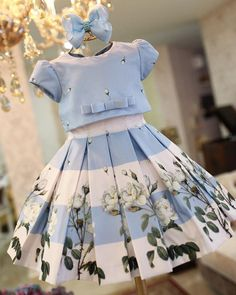 Photo by Amoreco - Por on March Image may contain: one or more people African Dresses For Kids, Dresses Kids Girl, Girls Party Dress, Kids Outfits, Children Dress, Baby Frocks Designs, Baby Dress Patterns, Frock Design, Toddler Girl