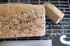 Γευστικό, εύπεπτο αλλά και «γεμάτο» ψωμί που ετοιμάζεται με το υψηλής διατροφικής αξίας αλεύρι Ζέας. Eating Raw, Raw Vegan, Recipe Box, Cornbread, Bread Recipes, Tiramisu, Pie, Favorite Recipes, Ethnic Recipes