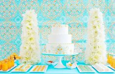 How pretty is this dessert table by Amy Atlas?