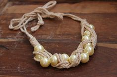 DIY pearl and rope necklace Rope Jewelry, Wire Wrapped Jewelry, Jewelry Crafts, Beaded Jewelry, Jewelery, Handmade Jewelry, Seashell Jewelry, Braided Necklace, Rope Necklace