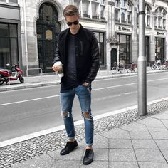 The Best Jeans for Men and How to Style Them :: Menzrobe Mens Fashion 2018, Fashion Moda, Urban Fashion, Fashion Sale, Paris Fashion, Fashion Fashion, Runway Fashion, Womens Fashion, Fashion Trends