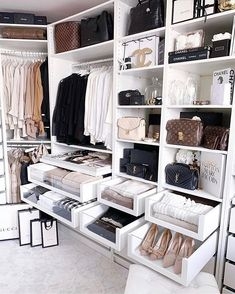 Unique closet design ideas will definitely help you utilize your closet space appropriately. An ideal closet design is probably the … Home Design, Interior Design Career, Interior Styling, Luxury Interior, Interior Decorating, Design Design, Luxury Bedroom Design, Interior Office, Design Ideas
