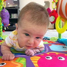 Baby Activities for Months Newborn activities - Outfits - Neugeborene 3 Months Baby Activities, Newborn Activities, Tactile Activities, Activities For Kids, Infant Curriculum, Baby Monat Für Monat, Baby Lernen, Baby Information, Baby Workout