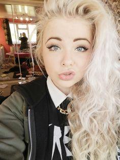 i want a blonde girlfriend