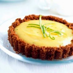 Biscuit and Chocolate tarts with lemon cream Lemon Cream, Lemon Lime, Cold Desserts, Oranges And Lemons, Greek Recipes, Something Sweet, Biscuits, Sweet Treats, Deserts