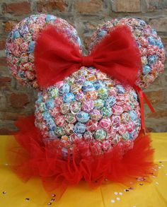 So cute. Minnie Mouse made out of lollipops centerpiece prize