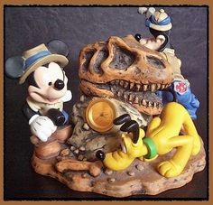 WALT DISNEY COLLECTORS CLOCK Animal Kingdom MICKEY MOUSE GOOFY Pluto FREE SHIPPING.  Just $39.99