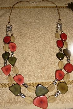 "Project for beginners: ""Harmony"" necklace with tagua beads"