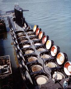 Submarino de la bola de piscina tapas de misiles balísticos