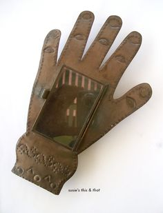 Hand Tin Nicho.