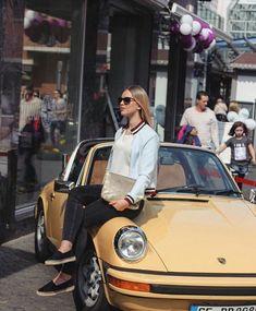 Good combination: Casual Friday and 911 Targa 👌 __________________________ - porschexwoman Porsche 911 Targa, 1999 Porsche 911, Porsche Girl, Porsche 911 Classic, Porsche Sports Car, Porsche Models, Bmw Classic Cars, Auto Girls, Car Girls