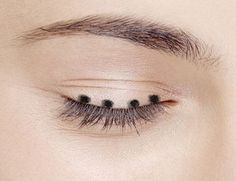 4 хитрости от визажиста, чтобы сделать любой макияж за 5 минут High Pigment Eyeshadow, Mineral Eyeshadow, Face Mapping, How To Curl Your Hair, Stylish Hair, Hair Hacks, Eyeliner Pencil, Mascara, Beauty Women