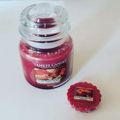 Když už zasednout ke stolu a tvoření :) tak z vůnì yankee candle home sweet home a voskem rhubarb crumble😉❤ A nade mnou bdì mè andělky😇