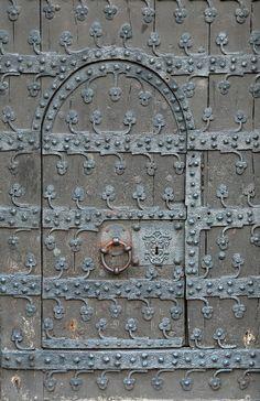secret doors are so intriguing!