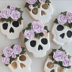 Halloween cookies Ideas-ghost flower Jack & sally cookies Do you want to cook some delicious and creative Halloween treats of cookie decorating? Are you lacking inspiration for a Halloween cake, Halloween sugar cookies? Gateau Theme Halloween, Halloween Desserts, Halloween Treats, Halloween Camping, Halloween Cookies Decorated, Halloween Sugar Cookies, Halloween Cookie Cutters, Royal Icing Cookies, Cupcake Cookies