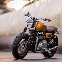 """A Triumph Thruxton built by @downandoutcaferacers just in time for the @gentlemansride. #croig #caferacersofinstagram"""