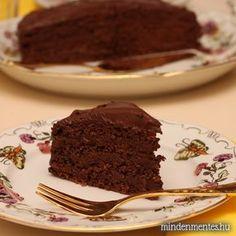 """Z ismét bölcsebb lett egy évvel. A születésnapjára """"nagyon durván csokis"""" tortát rendelt, a kedvenc csokoládéjából. Meg is kapta, úgy kell neki.  A múlt hónapban lezárult szavazás eredményét is figyelembe véve, természetes édesítéssel készült. Már jó ideje terveztem, hogy mindenmentes tortát sütök, csak az alkalomra vártam. Tudtam én, hogy jó móka lesz cukormentes, gluténmentes...Read More » Paleo, Keto, Food And Drink, Gluten Free, Pudding, Sweets, Healthy Recipes, Baking, Drinks"""