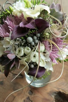 テーブル装花イメージ。もっと色は鮮やかに。大きいものを2つ位?
